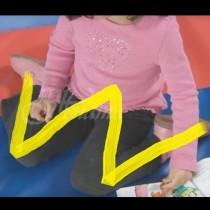 Ако имате дете, което стои по този начин, веднага вземете мерки това да приключи