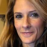 Тази жена буди възхищение. Ето как е изглеждала на 27 г. и сега на 43 г.- доказателство, че годините са само цифри (снимки)