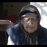 Измамиха възрастна жена с проблеми със зрението-Взеха ѝ къщата и спестяванията