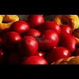 От години боядисвам червените яйца само така: цветът е ярък и наситен, без грам химия