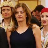 Деси Радева беше заслепителна с тоалета си на модното събитие- Златна игла (снимки)