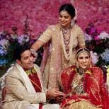 Снимки от сватбата на наследникът на най- богатата индийска фамилия- няма такъв кич, лукс и злато и сребро в изобилие никъде