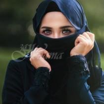 Невиждани снимки показаха как са изглеждали иранските жени преди ислямстите да завладеят страната