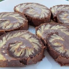 Шоколадово руло-ураган - отнася ви от първата хапка. Трябват му само 15 минутки във фурната и е готово: