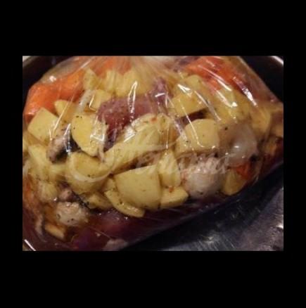 Слагаш месото и картофките в плика и вечерята е готова, а ти си гледаш сериала