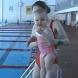 Супербебе на годинка плува само в басейн - видео!