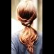Как да си направим: ефектна и лесна прическа опашка с преплитане (видео)