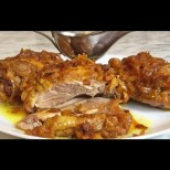 Бирено пиленце под капак - крехко и нежно, хрупкава коричка, а със соса в тиганчето отива цял хляб: