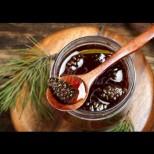 Как се прави вкусният и полезен боров мед от зелени шишарки: съкровище в бурканче, пази от грип и настинки