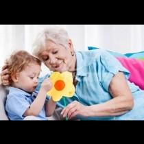 Загрижена майка: Плащам на мама за да гледа внучето си-Това нормално ли е?