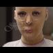 Животът ѝ без лице най-сетне приключи. Тя свали маската, която носеше 2,5 години и светът ахна (Снимки):