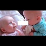 20 милиона прегледа! Диалогът между двете бебчета умили всички в мрежата - вижте го и вие (ВИДЕО):