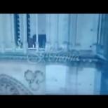 Камера е заснела възможния подпалвач на Нотр Дам да се разхожда на последния етаж