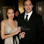 Още се коментира страстната целувка на Анджелина Джоли и брат ѝ, която не е много прилична между брат и сестра