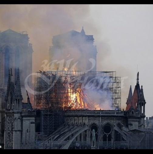 Заснеха силуетът на Исус Христос, който се появи сред бушуващия пожар в Нотр Дам