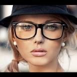 Специално за дами с очила: как да се гримираме така, че не очилата, а очите ни да изпъкват (Снимки):