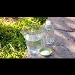 Всичко е много лесно: Оцет + вода + сол = формулата, която изкоренява бурени и треволяк без остатък.