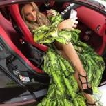 С Бугати за 5 милиона пристигна на бала Биляна Лазарова - певицата бе зашеметяваща в цели два тоалета (Снимки):