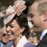 Кейт отноо събра всички погледи с елегантния си тоалет на чаеното парти на Кралицата (снимки)