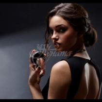 Усещане за жена: 5-те дамски парфюма, които просто влудяват мъжете с аромата си