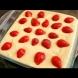 Редиш ягодките отгоре, а като бухне сладкишчето, потъват в тестото - уникална плодова вкусотия за минути: