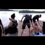 Спасителите на плажа масово започнаха да прибират мобилните телефони на плажуващите - ето защо: