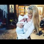 Бебокът на Антония Петрова е станал невероятен сладур - изумително сини очи и обезоръжаваща усмивка (Снимки):