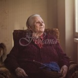 На 67 съм и живея сама-Молих децата ми да дойдат да живеят при мен, или аз да отида при тях-Не ме искат-Какво да правя, не зная!