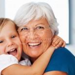 Учените доказаха, че бабата по майчина линия е най-важният човек в живота на детето
