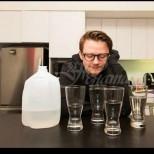 Ето какво се случи с мъж, който пи по 4 литра вода на ден в продължение на месец-Ето резултатите по дни