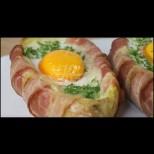Парче бекон, парче кашкавал и 1 яйце правят от обикновения картоф малък шедьовър - 20 минути и хапваш с наслада: