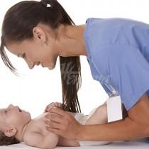 Когато акушерката взе бебето в ръцете си и огледа лицето му, тя остана със зяпнала уста