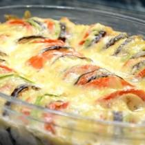 Ред доматче, ред тиквички и ред патладжан, а отгоре топящо се в небцето кашкавалче- топ рецептата за лято тази година