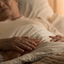 83-годишна жена възкръсна след като кихна в обредния дом
