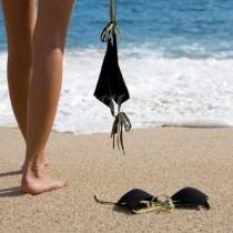 Ето какво стана с 5 приятелки на нощен нуди плаж в Гърция