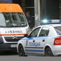 Жена влачи мъж, хванал се за прозореца на колата на кръстовище в София