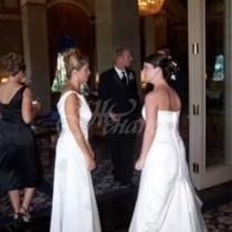 Най-страшният кошмар за една булка се сбъдна-Свекърва ѝ се появи на сватбата с булчинска рокля
