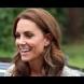 Отдавна Кейт не бе правила толкова лош избор на тоалет - напълно безлична, но пък щастливо усмихната (Снимки):