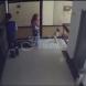 Майка спаси като на филм бебето си от сигурна смърт-Всичко с засне от охранителната камера