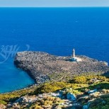 Гръцки остров плаща заплата, за да живеете там