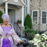 86-годишна булка взриви интернет с булчинската си рокля