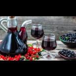В мазето вече отлежават 2 дамаджанки, сега правя 3-та доза: домашно вино от касис - невероятен аромат и вкус