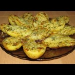 5 картофа, пакетче масло и чесънче - печеш 10 минутки и после облизваш и тавичката с хлябче: