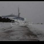 Сняг падна и в България, а летището в Бургас беше затворено