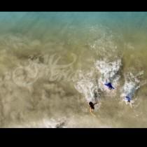 Баща започнал да снима децата си на плажа и и така спасил живота им от най-лошото!