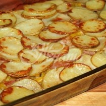 Малко картофки, 1-2 тиквички и запеканката свършва за секунди, коремчето пълно, душата- щастлива