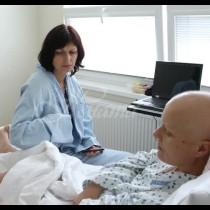 Момиче на 22 години забеляза синка на гърдата си, след като вече се справи с рак на това място-Този път причината беше друга