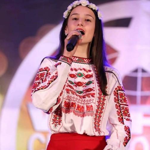 Наша гордост: 15-годишна българка грабна 3 медала от престижен конкурс в Холивуд. Ето я: