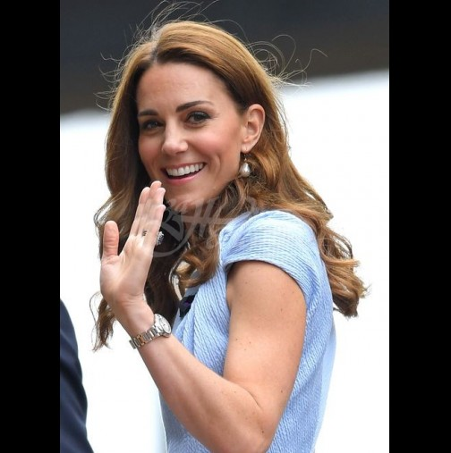 Кейт Мидълтън сияе в нежно синя рокля на Уимбълдън