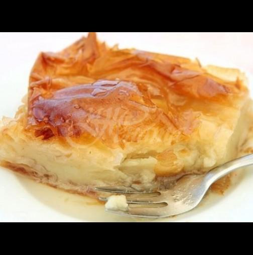 Няма по-вкусна от гръцката млечна баница - цялата пълна с пухкав крем и напоена със сочен сироп: